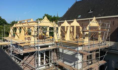 dakopbouw aan het plaatsen op woning in leiden